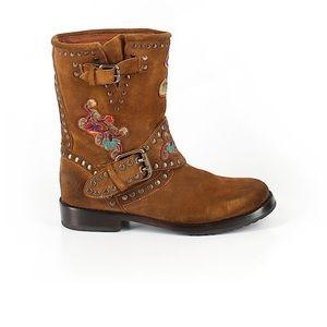NWOT Frye Nat flower engineer boots